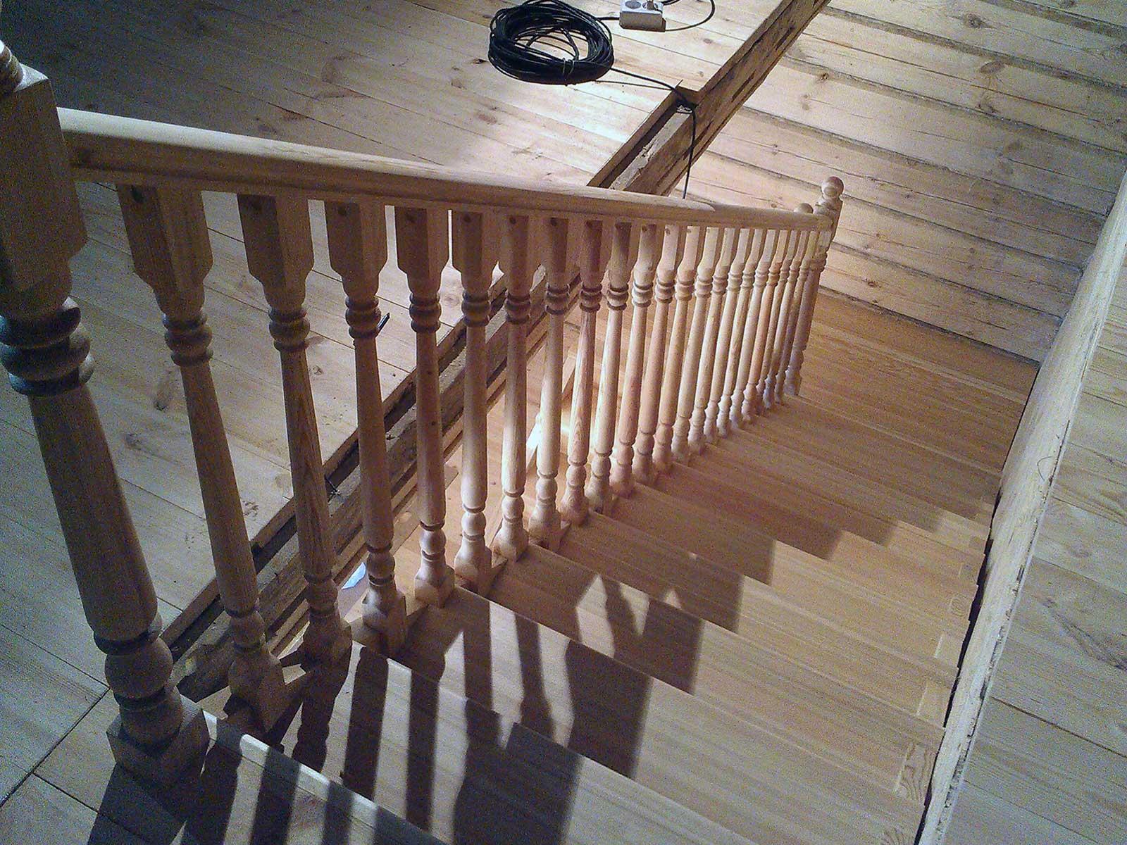 изготовление лестниц лиственница