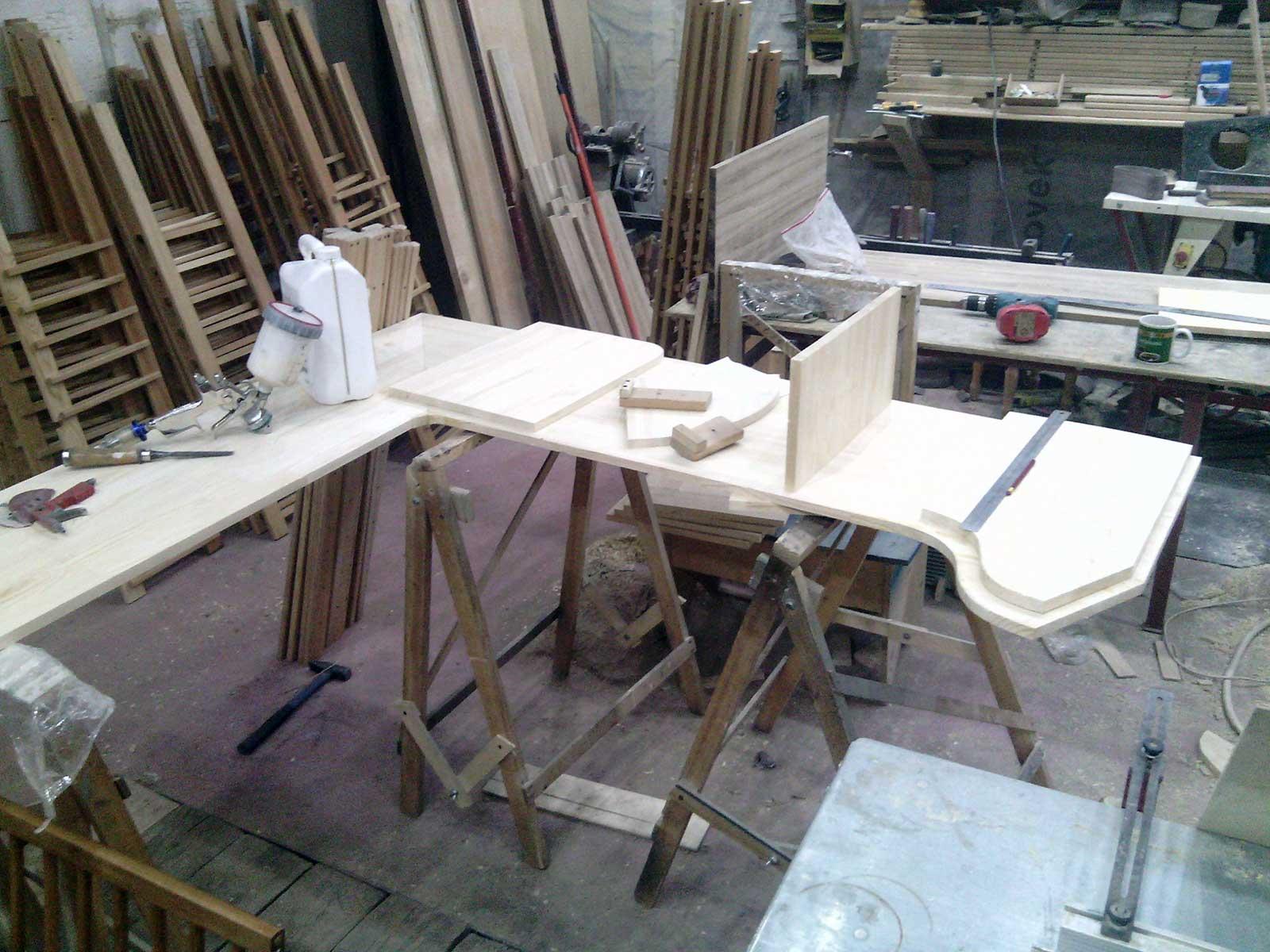 изготовление компьютерного стола на заказ