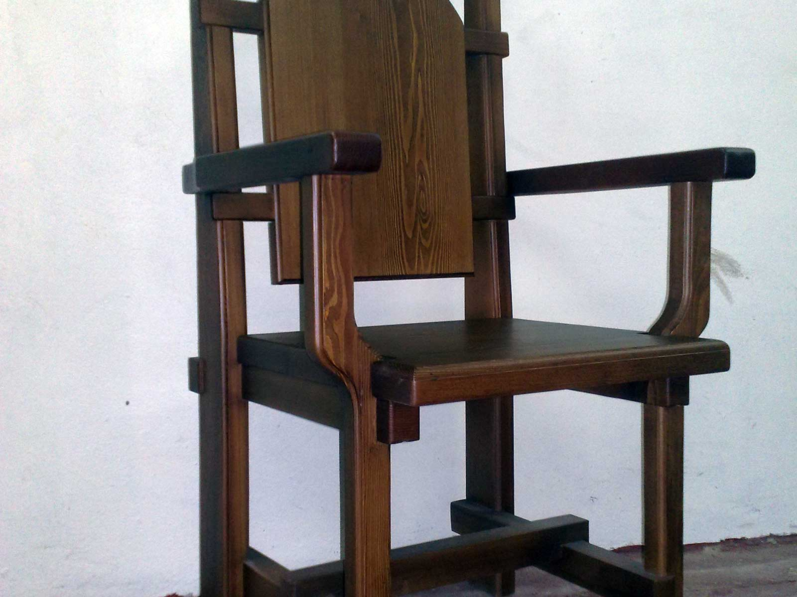 стул трон из дерева